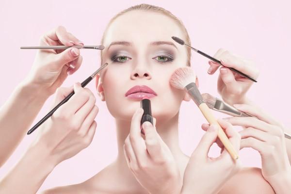 Làm đẹp  có thể gây ung thư vú  phụ nữ nên biết